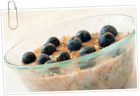 Oat hot cereal with blueberries and maple syrup